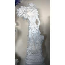 Статуя девушка с букетом